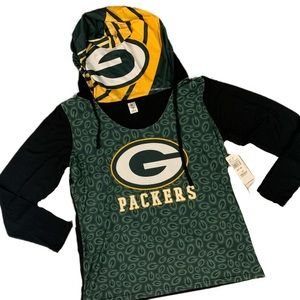 Team apparel womans packer pull over top